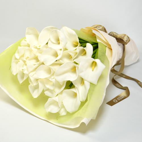 大輪カラーの花束<アンジェリーナ>